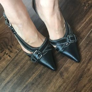 Stylish pointed toe black buckle pumps